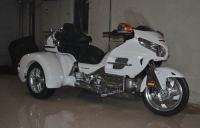 《本田正三轮》2006款 本田豪华旅行车金翼GL1800 正三轮 白色