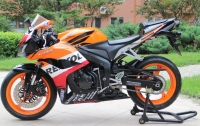 2008年欧版的CBR600.改装SBK排气 完美到京。少见的完美成色