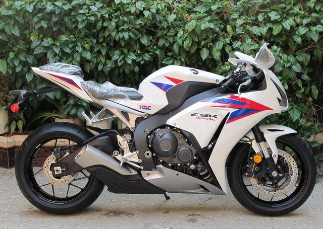 2012款全新白色本田CBR1000RR 20周年纪念版 图片 0