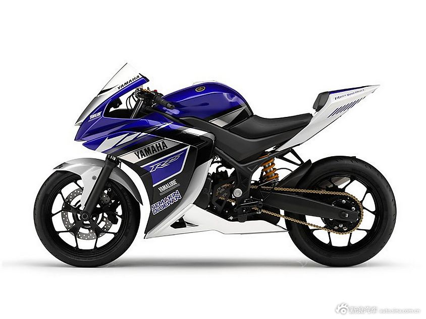 雅马哈YZF-R25摩托车
