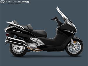 本田Silver Wing ABS摩托车
