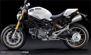 杜卡迪Monster 1100S摩托车